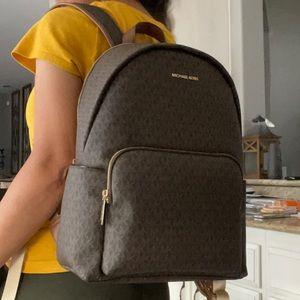 New mk large Erin backpack 🍁